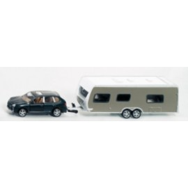 Samochód z przyczepą campingową