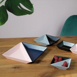 Tace do serwowania przekąsek Tangram trójkątne 2 szt. odcienie czerni i szarości Koziol