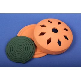 Spirale na owady w glinianym naczyniu